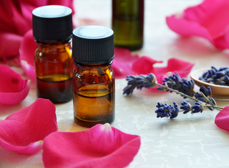 Essential-oils-rose-lavender WkiTsh